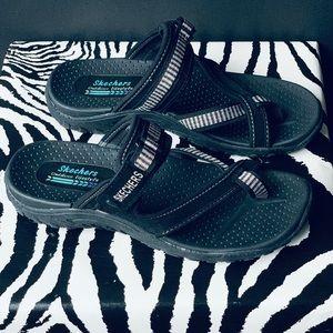 SKECHERS 🖤 Flip Flops Size 6 LIKE NEW